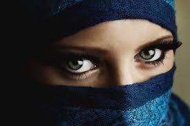 Decide lo sguardo delle donne
