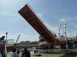 In una parola / Strallatura (o di un ponte e di Caronte)