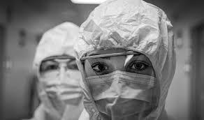 I silenzi e le violenze che raccontano la pandemia