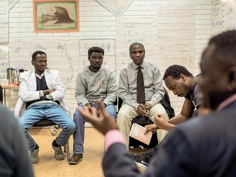 Rifugiati sudanesi partecipano a un corso sulla parità di genere in Norvegia