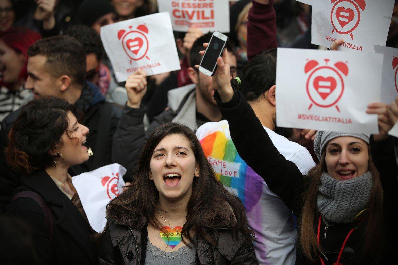 17desk-sotto-destra-ita-manif-unioni-civili-diritti-gay-gg909-1